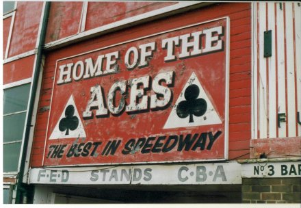belle vue aces sign